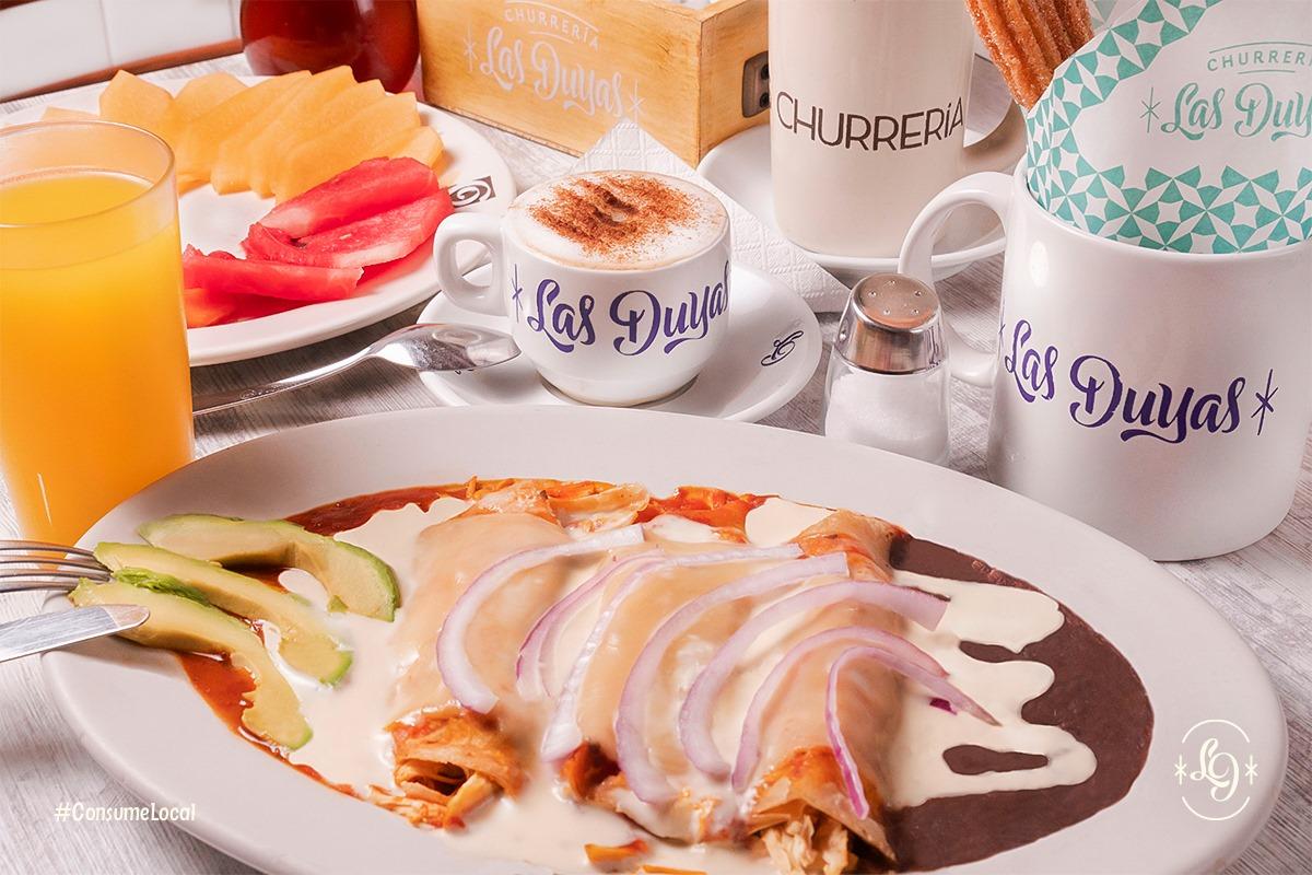 Combo Desayuno Básico Y Enmoladas Con Pollo