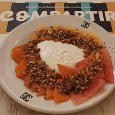 Plato De Fruta Con Yogurt Y Granola O Queso Cottage